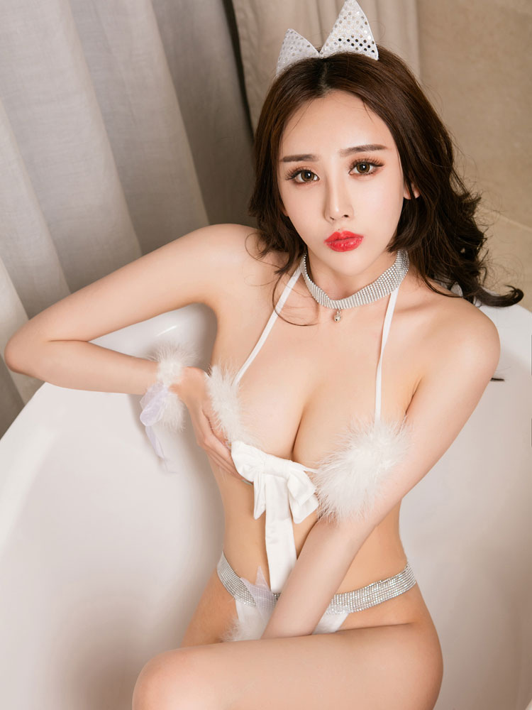 Buy Halloween Sexy Costume Catwomen White Faux Fur Bra Set Costume Outfit Halloween for $15.99 in Milanoo store