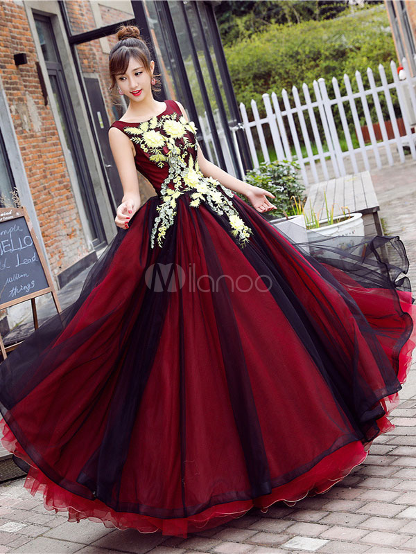 Burgundy Prom Dress Lace Applique Quinceanera Dress Tulle Jewel Sleeveless Floor Length Party Dress