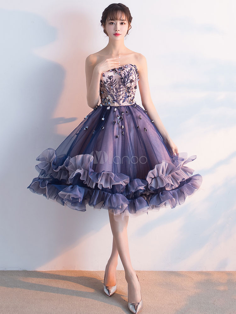 Buy Tulle Prom Dress Embroidered 3D Flower Cocktail Dress Plum Strapless Sweetheart Sleeveless Ruffle Knee Length Homecoming Dress for $123.19 in Milanoo store