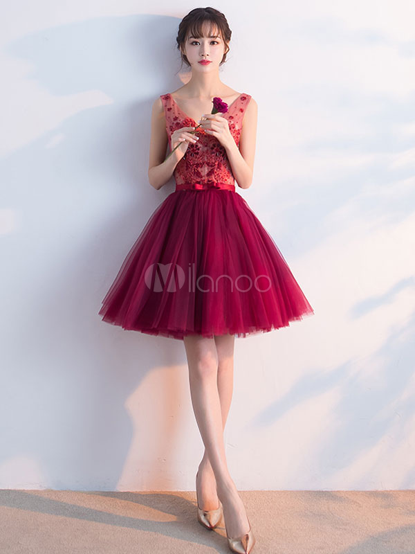 Buy Burgundy Prom Dress Tulle Applique Beading Cocktail Dress V Neck Sleeveless Short A Line Homecoming Dress With Bow Sash for $123.19 in Milanoo store