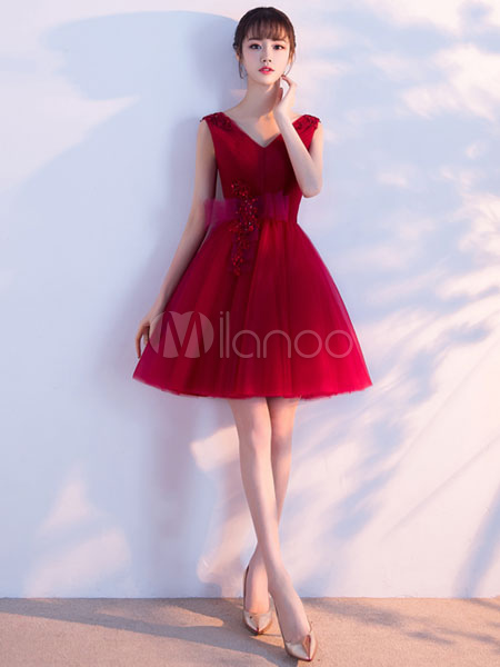 Buy Burgundy Prom Dress Tulle A Line Homecoming Dress V Neck Sleeveless Bow Pleated Short Cocktail Dress for $114.39 in Milanoo store