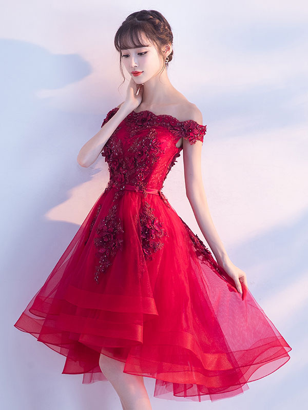 Buy Tulle Homecoming Dresses 2018 Short Prom Dresses Red Off The Shoulder Lace Applique Beading Cocktail Dress for $118.79 in Milanoo store