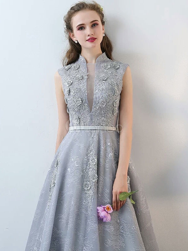 Lace Evening Dresses Light Grey Long Prom Dresses Beading Stand Collar Flowers Applique Formal Dress Wedding Guest Dress
