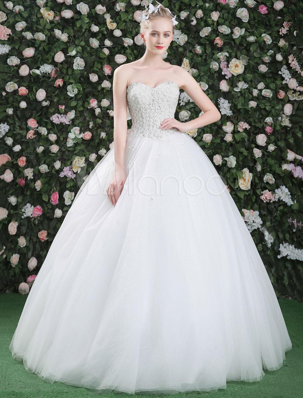 Vestidos de novia estilo princesa con escote corazon
