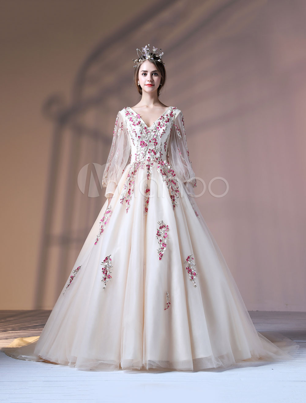 Champagne Quinceanera Dresses Luxury Embroidered Pearls Beaded Long Sleeve V Neck Princess Pageant Dresses With Train