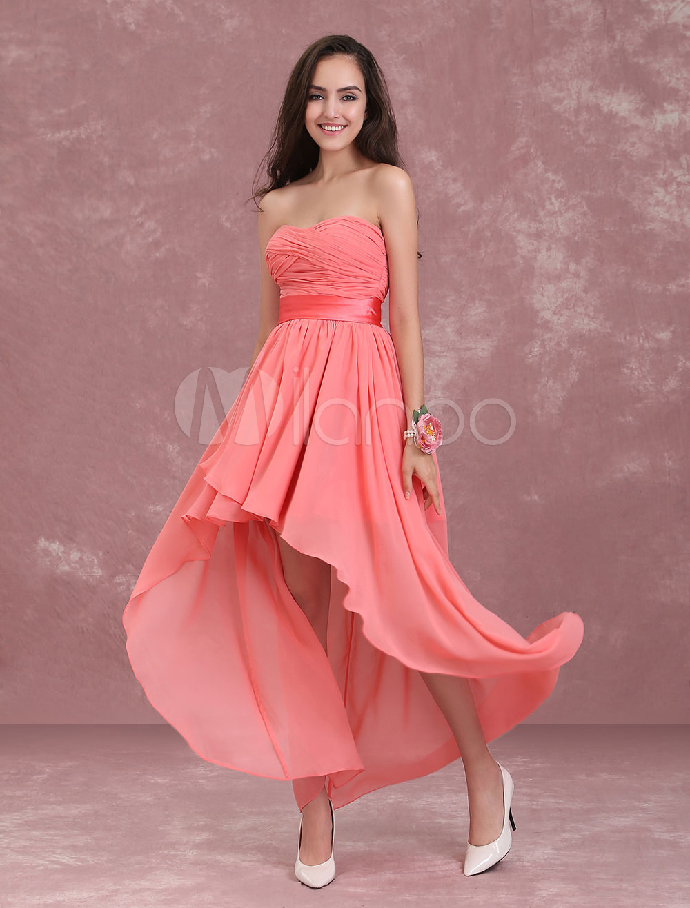 Vestido de dama de honor corto sin mangas con escote en corazón con ...