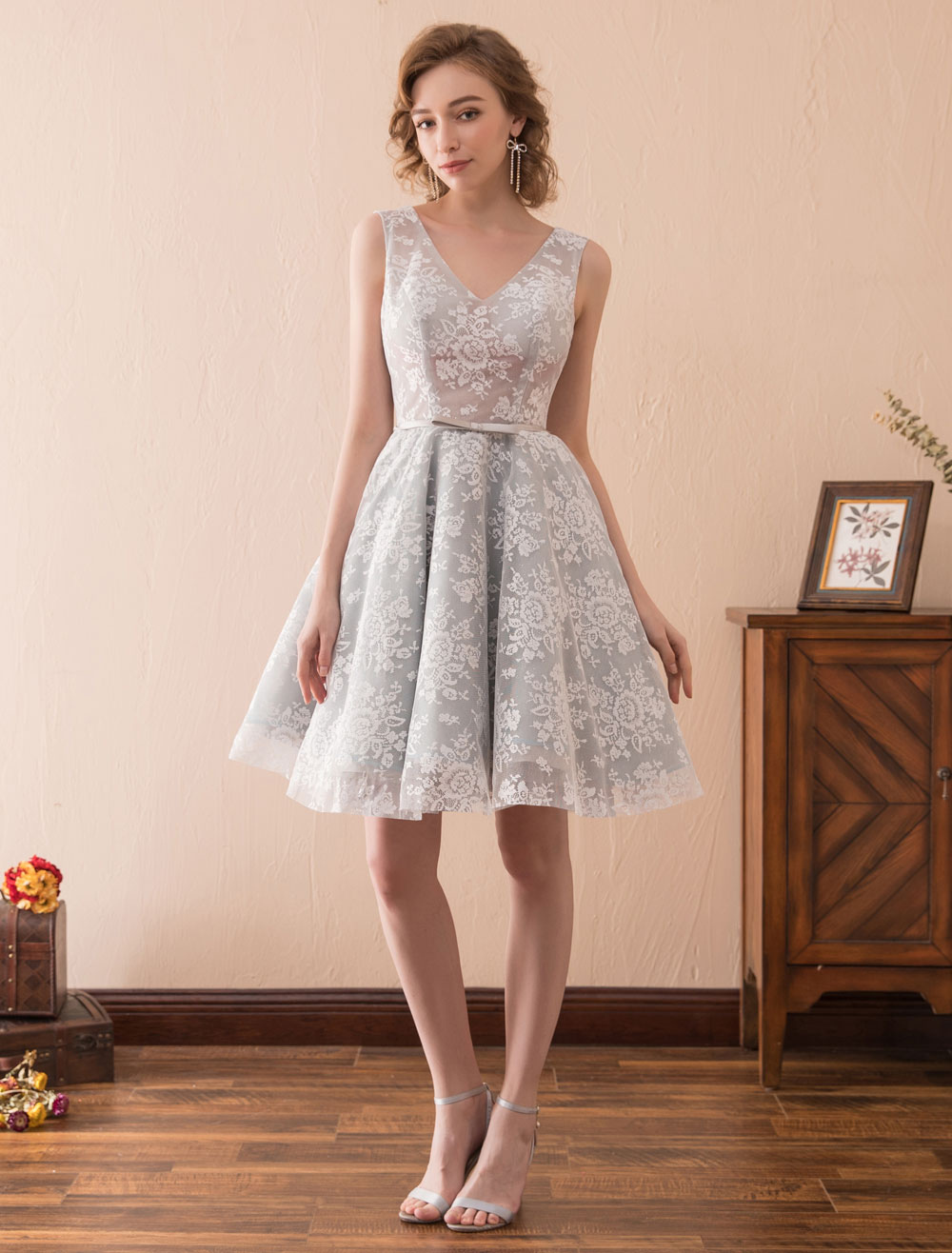 Short Prom Dresses Lace V Neck Homecoming Dress Light Grey Bow Sash Wedding Guest Dress