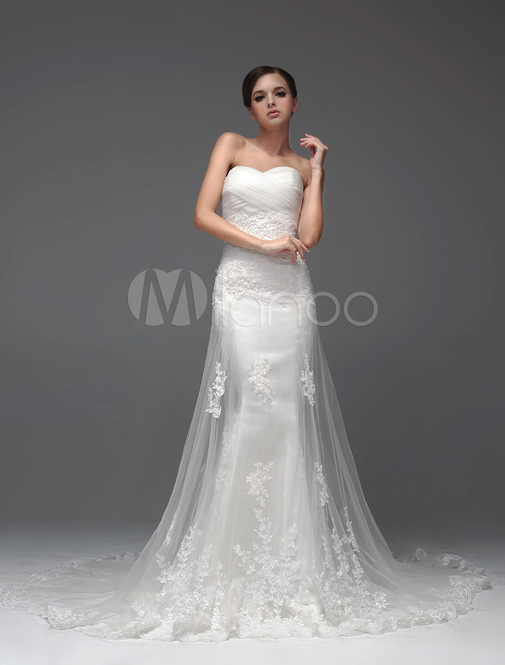 Wedding Dresses Strapless Lace Applique Bridal Dress Ivory Beading Sweetheart Neckline Chapel Train Wedding Gown