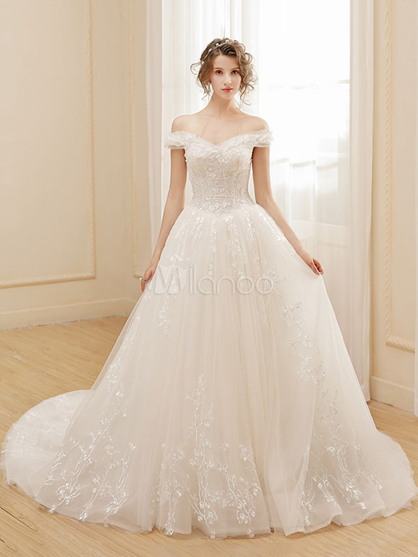Lace Bridal Dress Princess Ball Gown Wedding Dress Off The Shoulder Embroidered Ivory Long Train Wedding Gown
