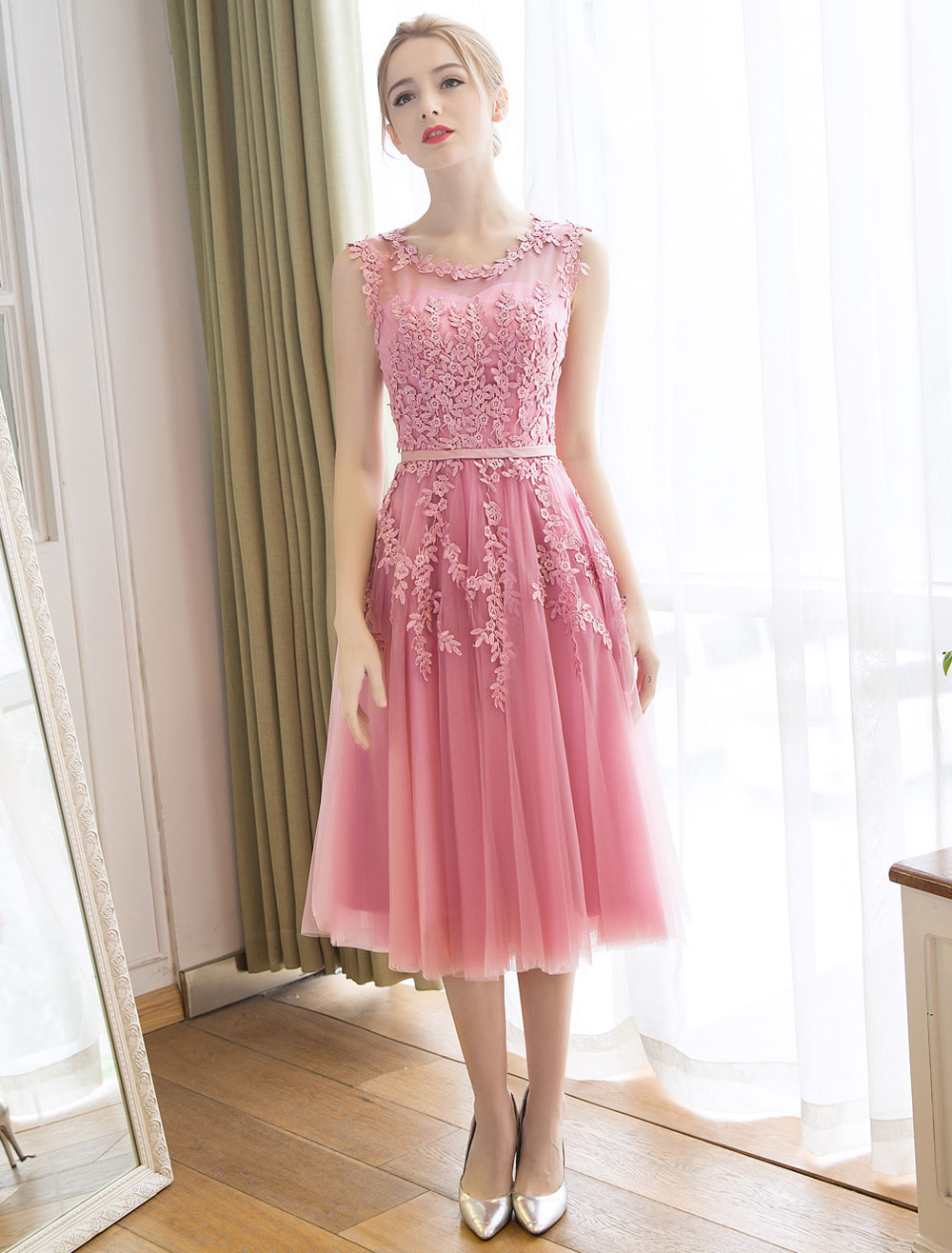 Buy Homecoming Dresses Cameo Pink Short Prom Dress Lace Applique Tulle Tea Length Party Dress for $83.59 in Milanoo store
