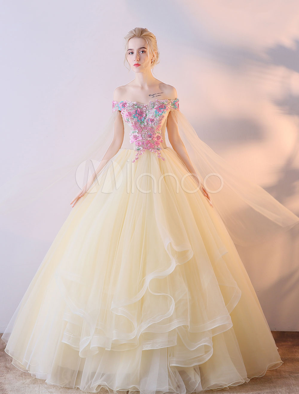 Champagne Quinceanera Dresses Off The Shoulder Prom Gown Flowers Princess Ball Gown Colored Wedding Dress