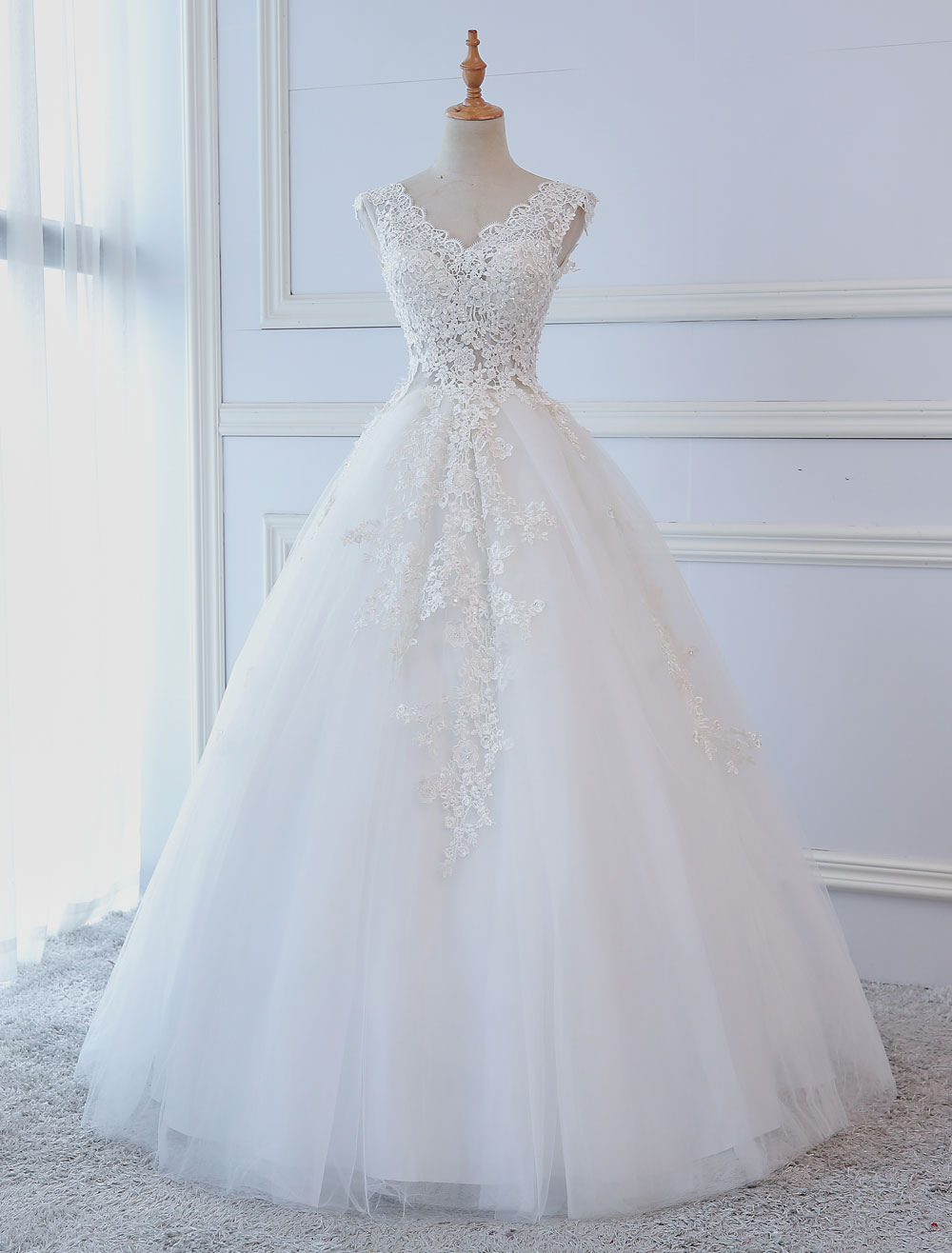 Princess Wedding Dresses Ball Gowns Lace V Neck Sleeveless Floor Length Bridal Gowns