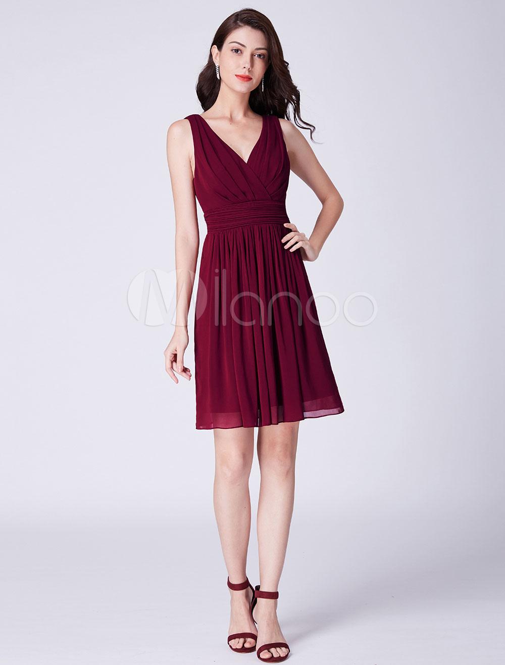 b47c02758 Vestidos de dama de honor cortos Vestido de fiesta con cuello en V ...