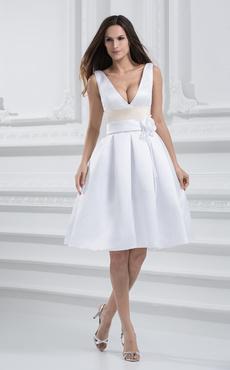 Vestito da sposa bianco chic \u0026 moderno in raso al ginocchio con scollo a V  con