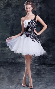 a8ec75296e22 Vestiti corti bianchi e neri ...