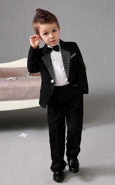 Casaco preto com anel portador terno branco Polka guarnição camisa branca  infantil 5b6494d6483