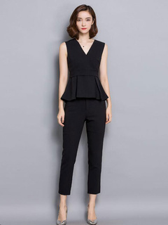 Black Sleeveless Blouse And Cropped Pants 2-Piece Set