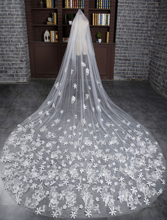 Lace Two-Tier Wedding Veil Ivory Cathedral Tulle Drop Cut Edge Flower Bridal Veil With Comb
