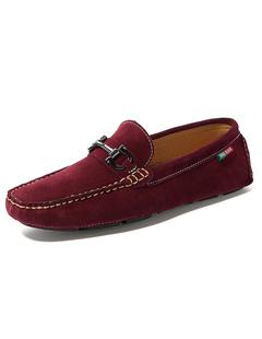 Mocassins Chaussures Suede hommes Round Toe des détails en métal Slip  Casual chaussures
