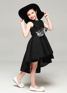Fiore ragazza abito nero senza spalline a pieghe alto basso abito da sera  vestito di pizzo 2e3f3c1110b