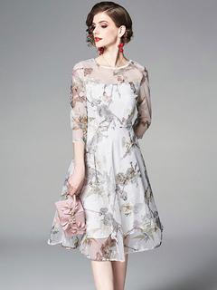 b89d41e2f4f3 Abito da cerimonia floreale Abito semi formale in chiffon bianco scollo  gioiello stampa