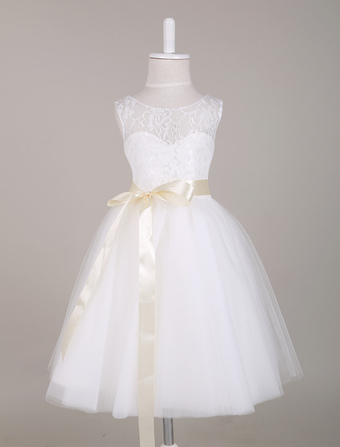 White Flower Girl Dress Princess Lace Illusion Sweetheart Neckline Ribbon Bow Sash Knee Length Short Kids Party Dresses