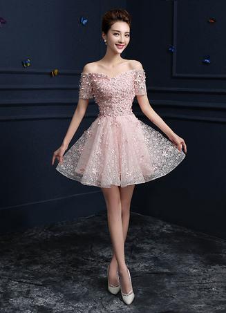 3080d9be8 Vestido para homecoming Rosado ligero con escote de hombros caídos con  manga corta con flor