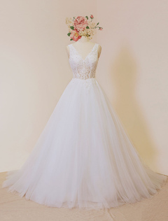 Ivory Wedding Dresses 2018 Tulle Backless Bridal Dress V Neck Illusion Lace Beading A Line Bridal Gown With Chapel Train