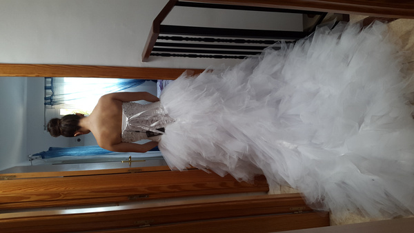 Ivory Ball Gown Wedding Dress: Ivory Ball Gown Sweetheart Neck Strapless Tiered Chapel