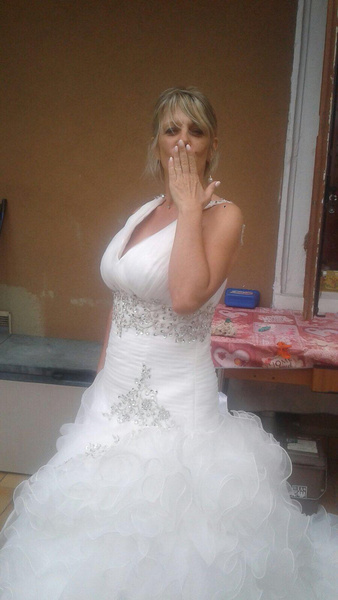 98d42ed78c2f ... abito da sposa da sogno! Unica nota negativa è che non mi hanno inviato  il nastro di raso per chiudere il corpetto bustino e ho dovuto provvedere  io ad ...